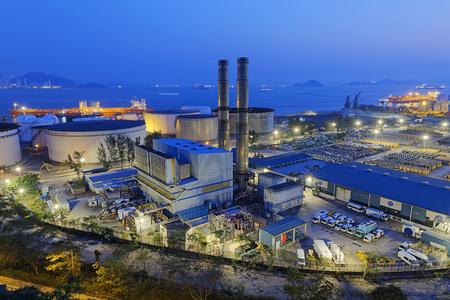 Photo pour petrochemical industrial plant at night , Coal power station - image libre de droit