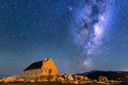 Foto de Milky Way Rising Above Church Of Good Shepherd, Tekapo NZ with Aurora Australis Or The Southern Light Lighting Up The Sky . Noise due to high ISO; soft focus / shallow DOF due to wide aperture used. - Imagen libre de derechos