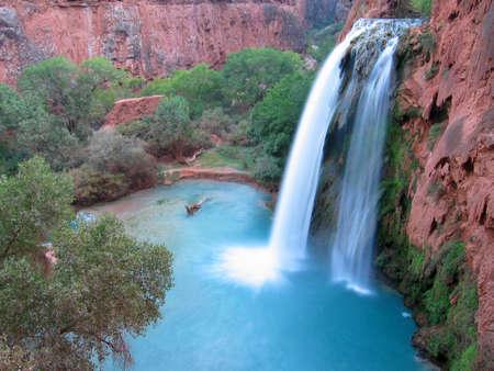 Foto de Havasu Falls in the magic Havasu Canyon - Imagen libre de derechos