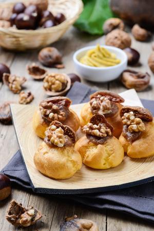 Bigne alla crema di castagne con fichi e noci