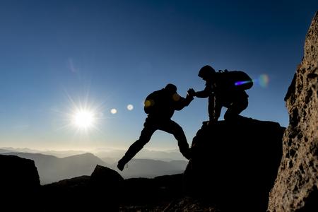 Photo pour mountaineer help,determination of accomplishment together - image libre de droit