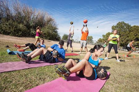 Foto de Group of mature adults working out in fitness class - Imagen libre de derechos