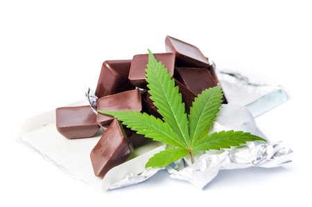 Photo pour Marijuana leaf with chocolate cubes on white background - image libre de droit