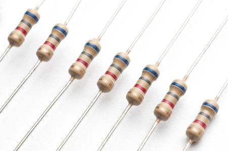 Photo pour Set of 1/4 watt carbon film resistors on white background - image libre de droit