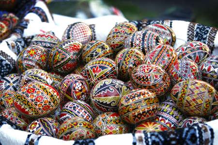 Photo pour Traditional Romanian Easter eggs, hand-painted with geometrical motifs - image libre de droit
