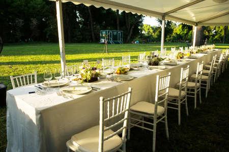 Photo pour Luxury wedding lunch table setting outdoors - image libre de droit
