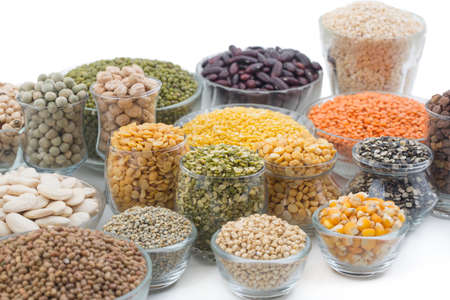 Photo pour Variation of lentils, beans, peas, grain ,soybeans, legumes isolate on white - image libre de droit