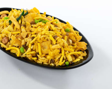 Photo pour Indian Crunchy and Salty Food Rajasthani Mixure, Famous Food of Rajasthan State of India, isolate on white background - image libre de droit