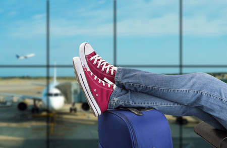 Photo pour young man waiting for the plane at an airport - image libre de droit