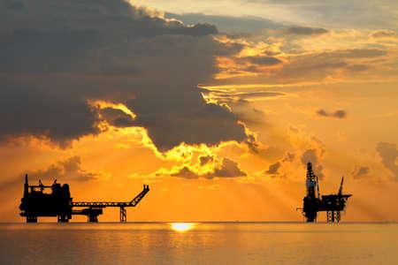 Photo pour Gas platform and Rig platform in sunset or sunrise time - image libre de droit