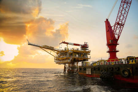 Photo pour Offshore construction platform for production oil and gas. Oil and gas industry and hard work. Production platform and operation process by manual and auto function from control room. - image libre de droit