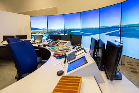 Photo pour Air traffic control simulator station. - image libre de droit