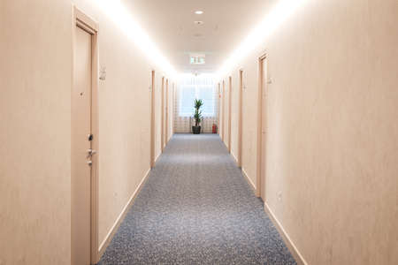 Foto de Modern structure corridor in hotel. - Imagen libre de derechos