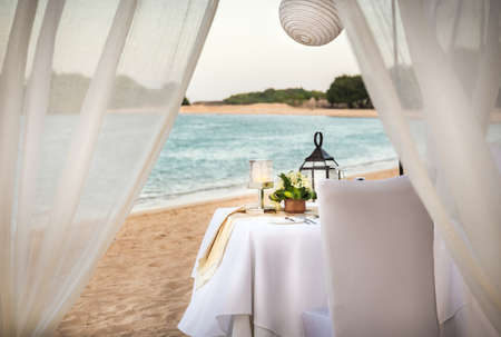 Photo pour Romantic table setting in the evening on Bali island, Indonesia - image libre de droit