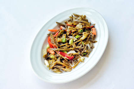 Photo pour Samphire Salad With Peppers And Thin Carrot Slices - image libre de droit