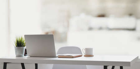 Foto de Comfortable workplace with laptop computer, coffee cup and office supplies with the relaxing atmosphere - Imagen libre de derechos
