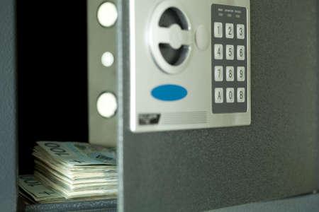 Photo pour open safe,and in centre hundred Polish money - image libre de droit