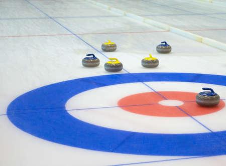 Foto de Curling stones equipment on the ice - Imagen libre de derechos