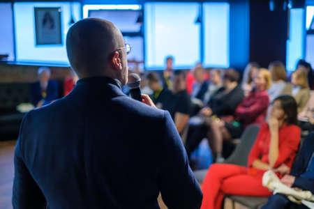 Photo pour Male presenter speaks to audiences at seminar - image libre de droit