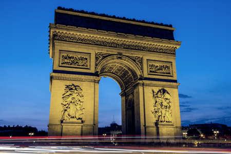 Photo pour Night view of Arc de Triomphe, Paris. - image libre de droit