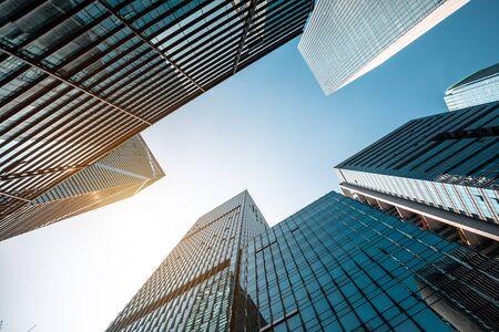 Foto de Low angle shot of modern architecture - Imagen libre de derechos