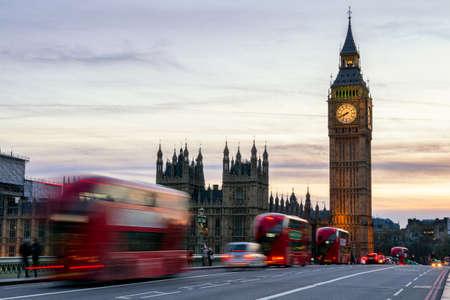 Foto de The Big Ben, House of Parliament and double-decker bus blurred in motion, London, UK - Imagen libre de derechos