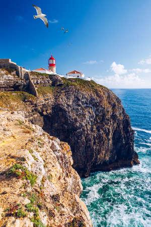 Photo pour Lighthouse of Cabo Sao Vicente, Sagres, Portugal. Farol do Cabo Sao Vicente (built in october 1851) Cabo de Sao Vicente is the South Western tip of Europe, Sagres, Portugal. - image libre de droit