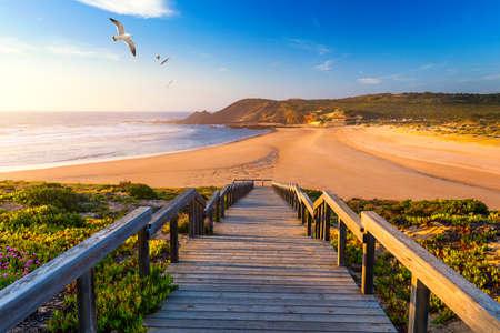 Photo pour Wooden walkway to the beach Praia da Amoreira, District Aljezur, Algarve Portugal. - image libre de droit