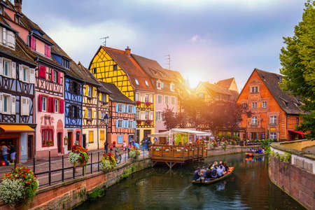 Photo pour Colmar, Alsace, France. Petite Venice, water canal and traditional half timbered houses. Colmar is a charming town in Alsace, France. Beautiful view of colorful romantic city Colmar, France, Alsace. - image libre de droit