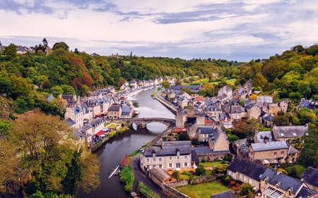 Photo pour The picturesque medieval port of Dinan on the Rance Estuary, Brittany (Bretagne), France - image libre de droit