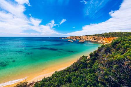 Photo pour Beach of Barranco das Canas in Portimao, Algarve, Portugal. Praia do Barranco das Canas in Portimao, Portugal, Algarve. - image libre de droit