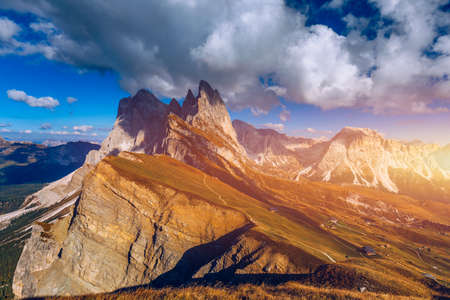 Photo pour Seceda in autumn in South Tyrol in the Alps of North Italy. Views from Seceda over the Odle mountains in autumn with fall colors. Seceda, Val Gardena, Trentino Alto Adige, South Tyrol in Italy. - image libre de droit