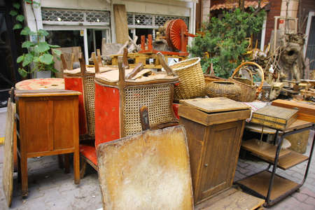 Photo pour Vintade stuff in flea market - image libre de droit