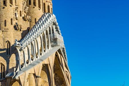Foto de Exterior view of famous church of the sacred family located in barcelona city, Spain - Imagen libre de derechos