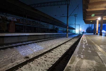 Photo pour train line in the winter - image libre de droit