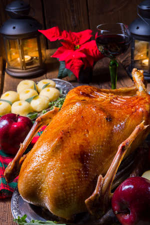 Foto de festive stuffed roast goose with red cabbage and dumplings - Imagen libre de derechos