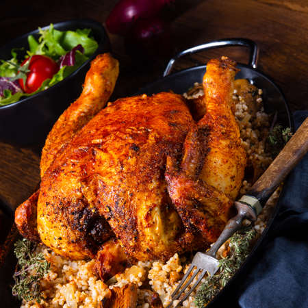 Photo pour Grilled spicy chicken with barley groats and mushrooms - image libre de droit
