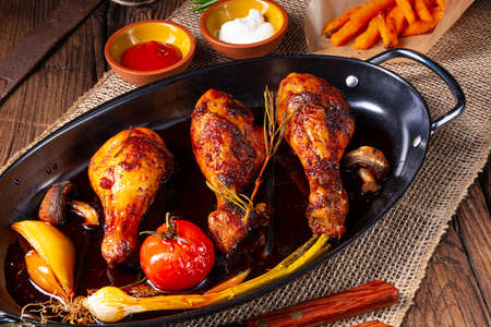Photo pour grilled chicken legs in barbecue marinade with sweet potatoes - image libre de droit