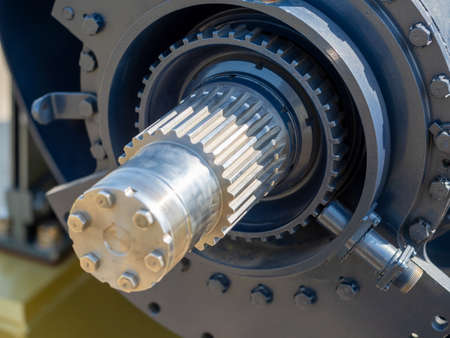 Photo pour Close-up of the gear shaft of the motor for the ship. Metal, teeth, technology. - image libre de droit