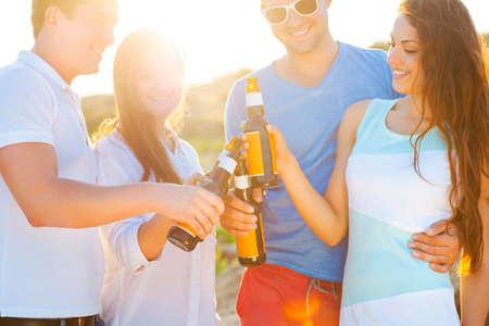 Photo pour Group of happy friends having a summer beach party - image libre de droit