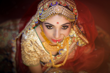 Photo pour Indian wedding. Morning preparations . Portrait of attractive Hindu bride with deep dark eyes - image libre de droit