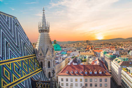Photo pour View of the city from the observation deck. Stephen's Cathedral in Vienna, Austria - image libre de droit