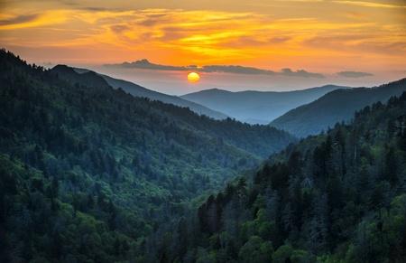 Photo pour Gatlinburg TN Great Smoky Mountains National Park Scenic Sunset Landscape vacation getaway destination in the Smokies - image libre de droit