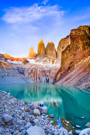 Foto de Laguna torres with the towers at sunrise, Torres del Paine National Park, Patagonia, Chile - Imagen libre de derechos