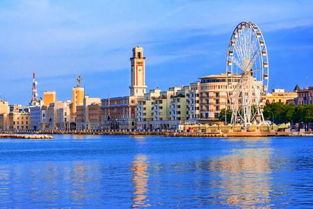 Photo pour Bari, region of Apulia, Italy: Big ferris wheel on the waterfront of Bari - image libre de droit