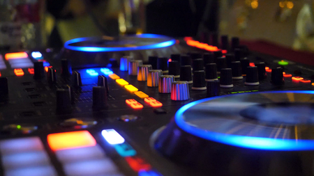 Photo pour Close up of dj playing party music on modern cd usb player in disco club - Nightlife and entertainment concept. DJ turntable console mixer controlling with two hand in concert nightclub stage - image libre de droit