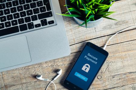 Photo pour Secure payment message in a mobile phone screen. - image libre de droit