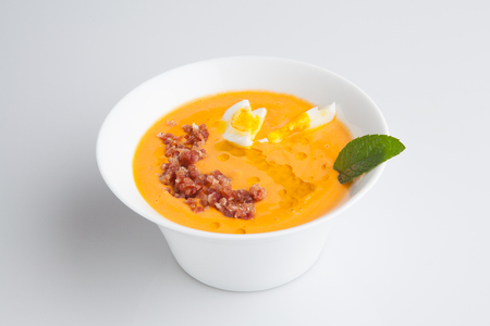 Foto de Salmorejo is an Andalusian smooth soup made with tomato, bread and olive oil. - Imagen libre de derechos
