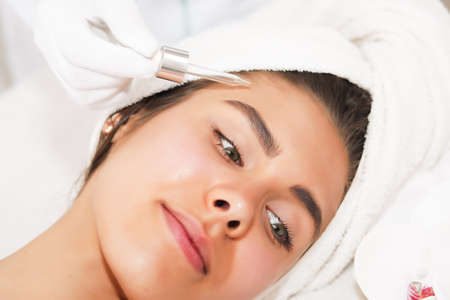 Photo pour The concept of health, beauty, spa and leisure - beautiful woman and spa receiving massage - image libre de droit