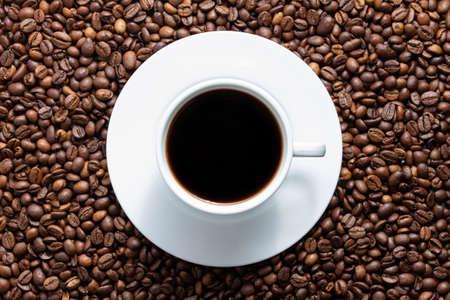 Photo pour A cup of coffee on beans texture background. Top view of roast grains. - image libre de droit